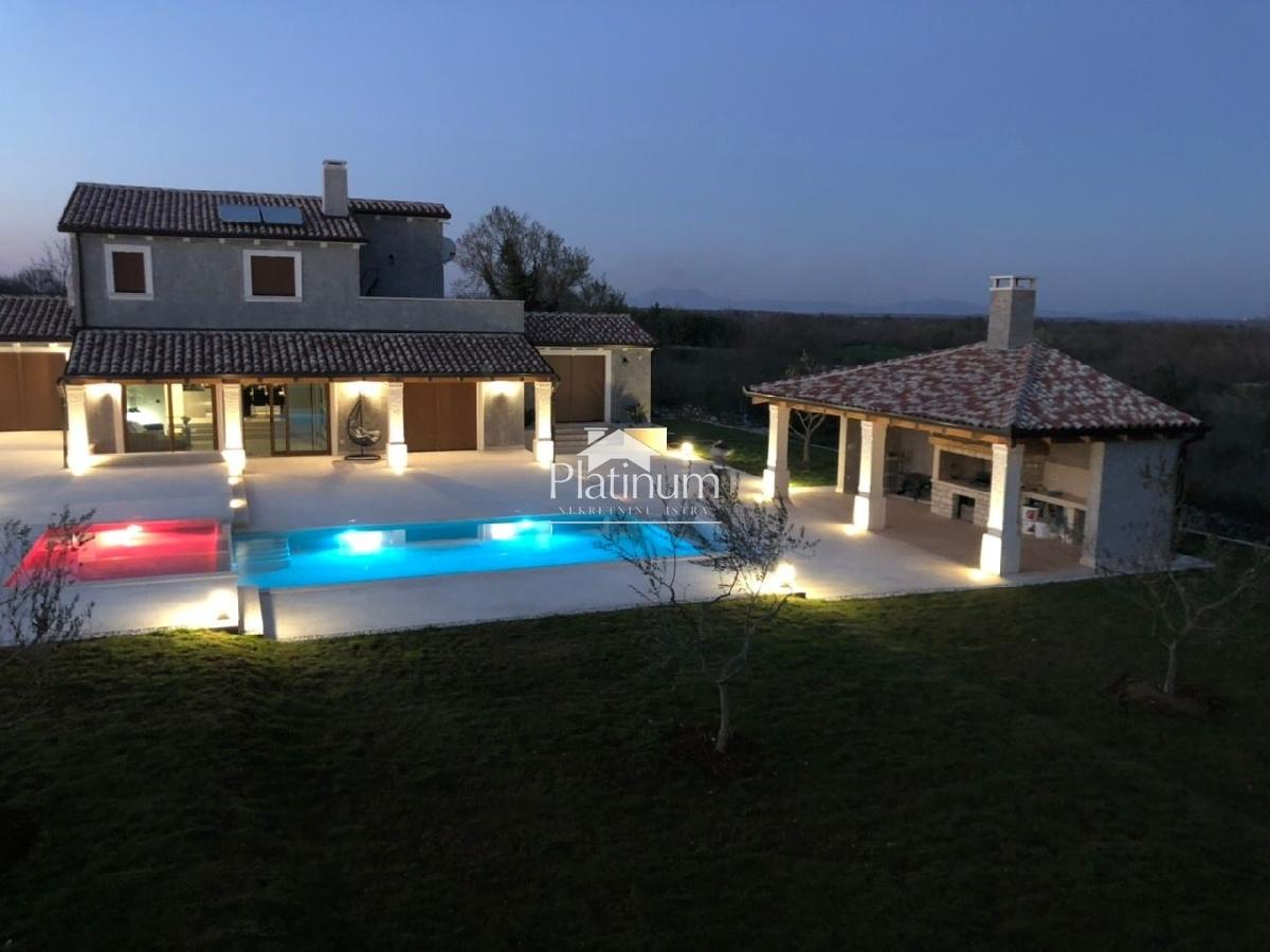 Istra, Marčana, prekrasna vila sa bazenom, 300m2, NOVO!!!