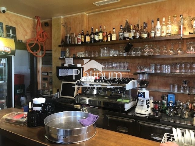 Pula, Šijana, uhodani caffe bar, 62m2, opremljen, frekventno mjesto