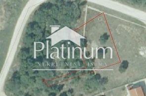 Pula, Fažana, Štinjan - građevinsko zemljište 701m2 s putem