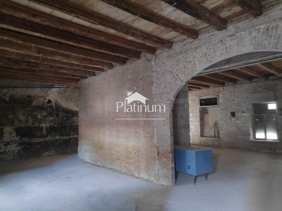 Pula, strogi Centar - 137m2 poslovnog prostora, mogućnost prenamjene u stambeni