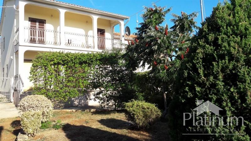 Istra, Rovinj, Kanfanar, lijepa obiteljska kuća 140m2 sa 250m2 okučnice