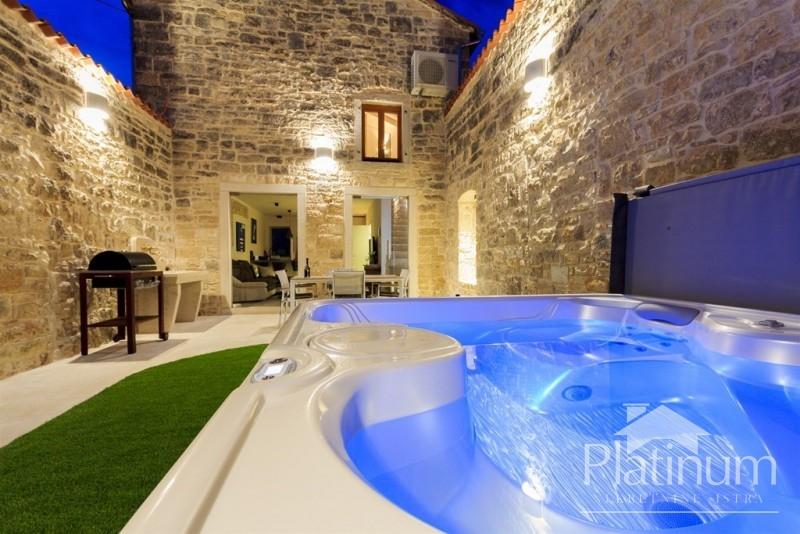 Svetvinčenat, Istra - predivna kamena kuća 100m2 s bazenom i vrtom