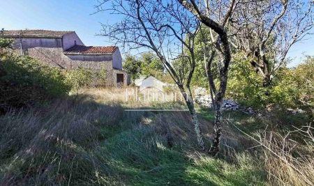 Istra, VODNJAN, STANCIJA - STARA KAMENA KUĆA 107m2 + 1201m2 dvorište