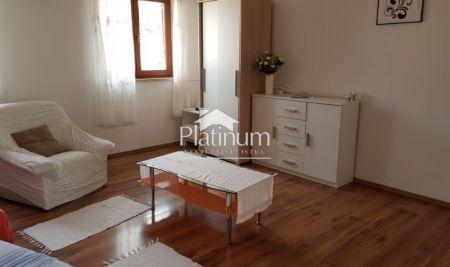 Istra, Pula, Valdebek, kuća sa tri stana