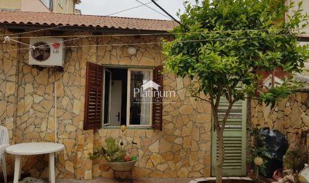 Istra, Pula, Centar stan 80 m2 sa galerijom od 44 m2 i zajedničkim dvorištem