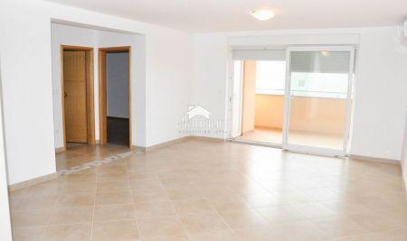 Istra, Medulin, apartman 98m2, I. kat, 3SS, 300m od mora, NOVO!!