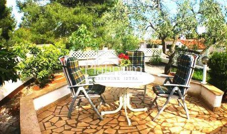Barbariga, prekrasan apartman 95m2 + vrt od 100m2!!!!