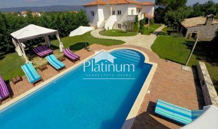 Istra, Marčana, vila 400m2, 4130m2 okućnice, 7SS, bazen, jedinstveno!!