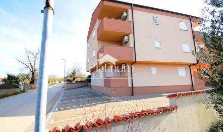 Fažana, okolica, prekrasan apartman u prizemlju sa vrtom. EKSKLUZIVNO!!!