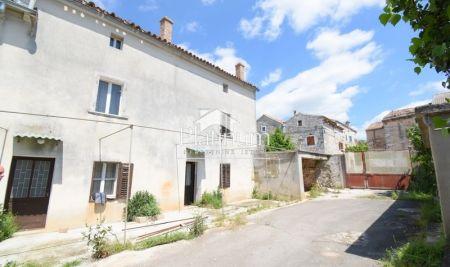 vodnjan okolica, prodaje se stara kuća sa dvorištem od 300m2