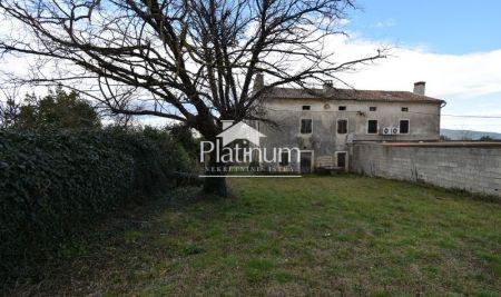 Istra, Rakalj, Kamena kuća za renoviranje sa velikom okućnicom