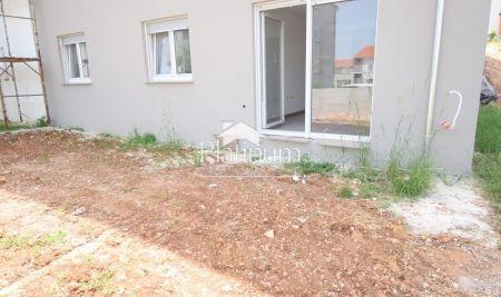 PULA, CENTAR, stan u prizemlju zgrade sa vrtom, NOVO