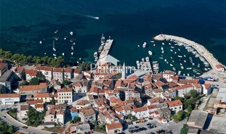 Istra, Fažana, građevinsko zemljište 1330m2, 200m od mora