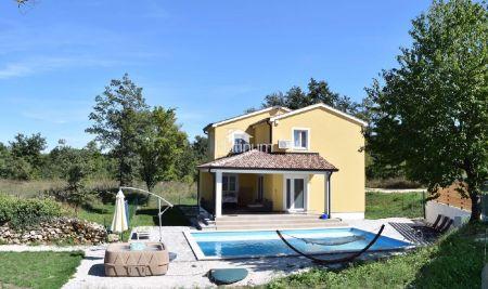 Istra, Žminj, kuća sa bazenom, 300m2, 800m2 okućnice, namješteno