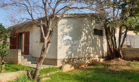 Medulin, Istra - Kućica sa 2 SS i garažom 98m2 + 89m2 vrta - blizina mora