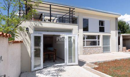 Istra, Medulin, nova kuća 120m2 okružena zelenilom sa 200m2 okućnice,