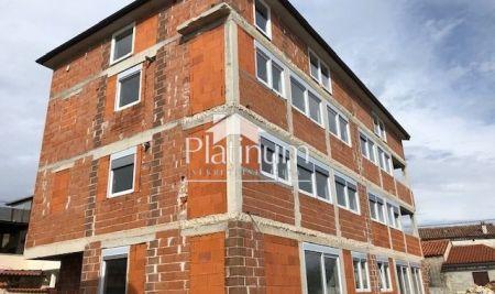 Istra, Medulin, Ližnjan, apartman na trećem katu stambene zgrade, 65m2, pogled more