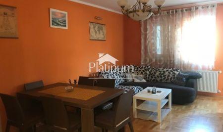 Istra, Pula, Veruda, stan na prvom katu stambene zgrade, 48m2, centralno na plin, 300m od mora