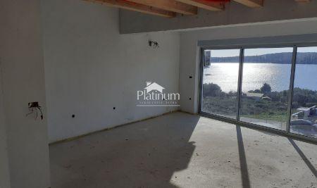 Istra, Medulin, apartman 53m2+40m2 galerija, pogled more!!