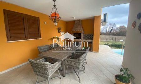 Istra, Savičenta, prekrasna kuća sa bazenom, 200m2+800m2 okućnice!