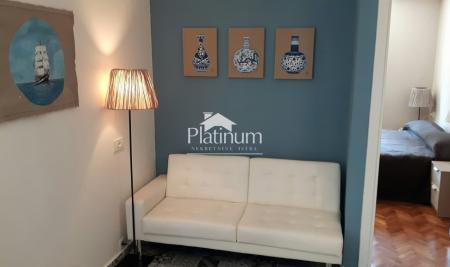 Pula, Centar apartman 40m2, 2 spavaće sobe - kompletno renoviran, pogled na more PRILIKA!
