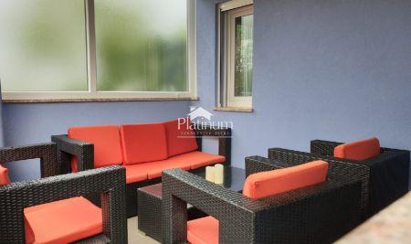 Fažana, Valbandon - apartman 66,22m2; 2 spavaće sobe, vlastiti vrt 40m2, mirna lokacija, kategorizirano
