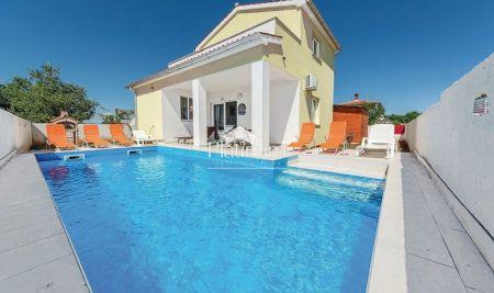 Valbandon, Fažana - samostojeća kuća 180m2, bazen, namješteno