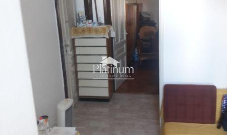 Istra, Pula, Kaštanjer, stan u zgradi starije gradnje, 36m2, djelomično renoviran, blizina centra