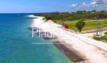 Istra, Peroj, vikend kmetijsko zemljišče, 490m2, 20m od morja in plaže