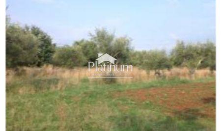 Istra, Medulin, Banjole, zemljište 3035m2 uz prometnicu