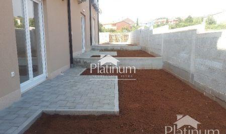 Istra, Vodnjan, Barbariga, novo izgrađena kuća 98m2 sa malom okućnicom, NOVO!!