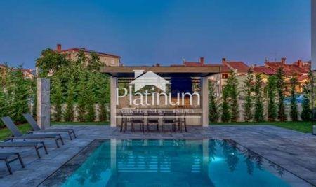Istra, Fažana, villa sa bazenom, 360m2, 50m2 od mora, NOVO!!!!