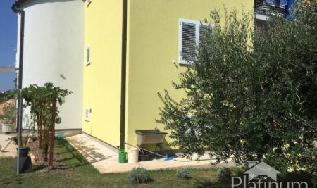 Volme, Banjole, Pula, okolica - samostojeća apartmanska kuća 413m2 s okućnicom- pogled na more