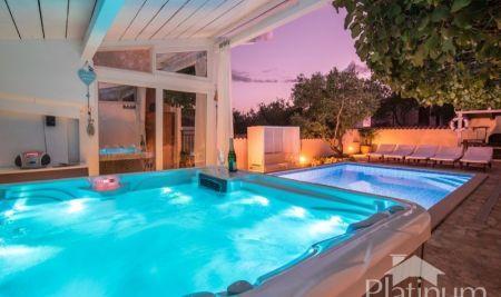 Istra, Medulin, Pomer, samostojeća kuća sa bazenom 140m2, 500m2 okućnice, mirna lokacija