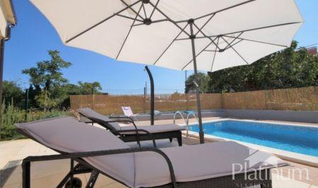 Istria, Rovigno, una bella casa di 120m2 con piscina, vista mare