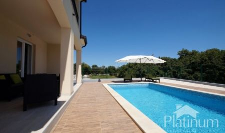 Istria, Marčana, beautiful semi-detached house with pool and sea view, suitable for rent