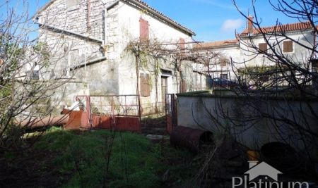 Istria, Barban, two old stone house for renovation, 190m2 electricity, water