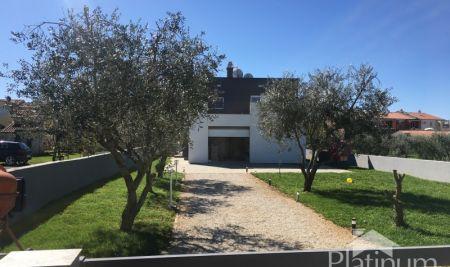 Fažana, Istra samostojeća kuća 282m2 s okućnicom i oranicom - 1200m2