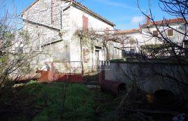 Istra, Barban, stara kamena kuća 176m2 sa okućnicom, infrastruktura na zemljištu