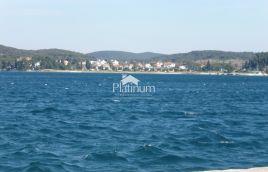 Rovinj, Istra - dvojna kuća s apartmanima, pogled na more 350m2 + okućnica 1200m2; 350m od mora