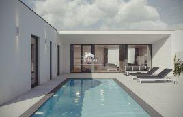 Istra, Vodnjan, okolica, građevinsko zemljište 661m2, građevisnka dozvola za prizemnicu sa bazenom