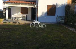 Kuća za odmor, Banjole, Volme 95m2 + terasa 10m2 + 204m2 vrta i okućnice, blizina mora