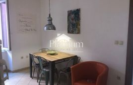 Istra, Pula, centar, stan na prvom katu, 40m2, poslovno stambena namjena