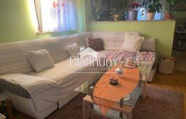 Istra, Pula, okolica, kuća sa 4 stana,  550m2 okućnice, parking!!