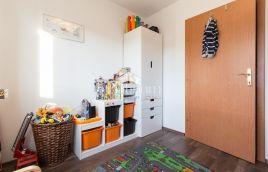 Pula, okolica - 2.kat, 92m2, 3ss, 2 parkirna mjesta u garaži, mirna lokacija, blizina plaže
