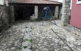 Istria, Marčana Krnica, due case e superficie totale di 280m2, la possibilità di costruire una piscina, posizione tranquilla