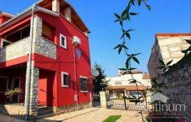 Istra, Marčana Krnica, dve hiši e skupna površina 280m2, možnost izgradnje bazena, mirna lokacija