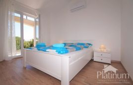 Istria, Marčana, a beautiful holiday house with 2 swimming pools suitable for rent