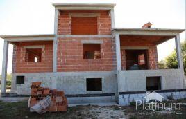 Istra, Vodnja započeta gradnja 340m2, okućnica 3650m2