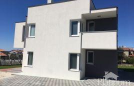 Pula,okolica - 1. kat, 90m2, 2SS, terasa, okućnica